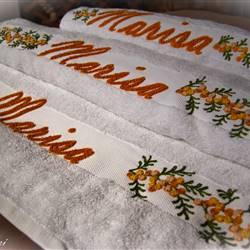 Set spugna 3 pezzi. Coordinato spugna personalizzato nel nome con disegno mimosa in continuato su tutti gli asciugamani